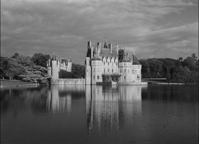 The Kerloquen family castle in Georges Franju's Pleain feux per l'assassin (1961)