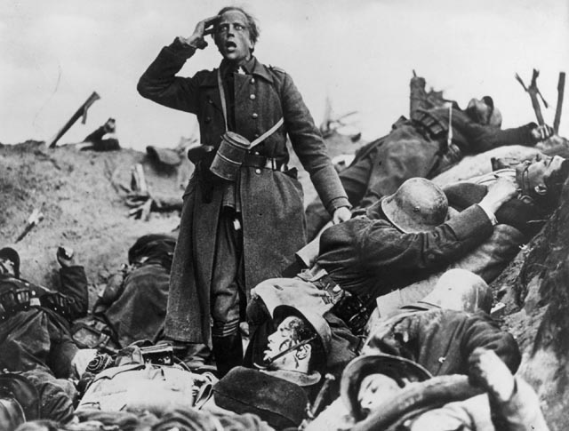 The Lieutenant (Claus Clausens) driven mad by battle in G.W. Pabst's Westfront 1918 (1930)
