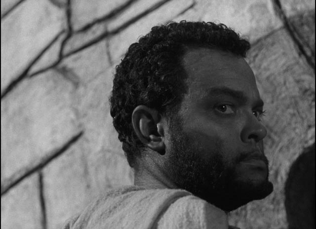 Othello is seldom seen face-on as if trying to evade the camera's scrutiny in Orson Welles' Othello (1952/55)