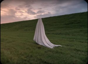 The ghost slowly makes its way home in David Lowery's A Ghost Story (2017)