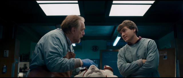 Brian Cox and Emile Hirsch dissect a corpse in Andre Ovredal's The Autopsy of Jane Doe (2016)