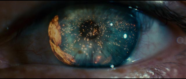 Blade Runner's hellscape reflected in a single eye ...