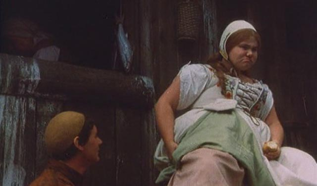 Dennis bids farewell to his indifferent beloved, Griselda (Annette Badland) in Terry Gilliam's Jabberwocky (1977)