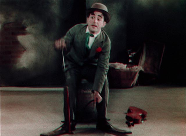 "Willie Hall fiddles ""Pop Goes the Weasel"" in John Murray Anderson's King of Jazz (1930)"