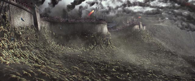 Inexplicable alien monsters attach Chines defences in Zhang Yimou's The Great Wall (2017)