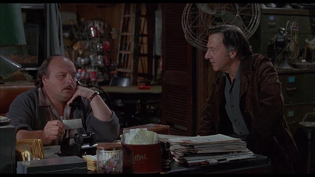 Petty crime and a prickly friendship: Dennis Franz and Dustin Hoffman in David Mamet's American Buffalo (1996)