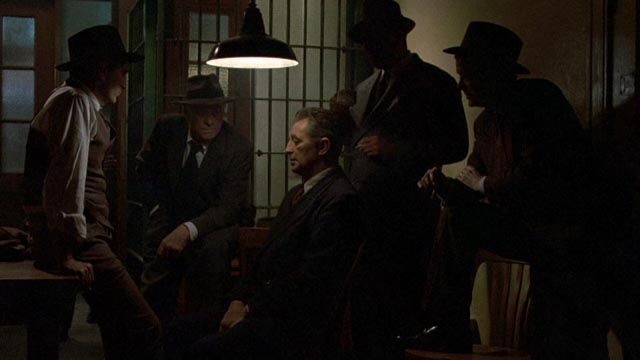 Philip Marlowe (Robert Mitchum) getting the third degree from unfriendly cops in Dick Richards' Farewell, My Lovely (1975)