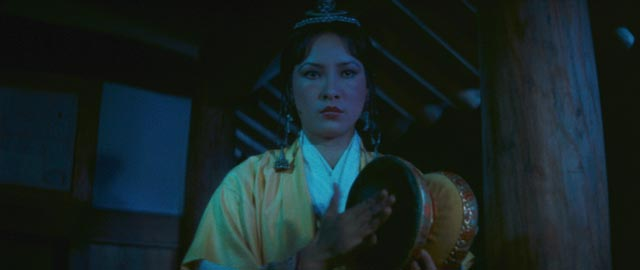 The drum of Melody (Hsu Feng) possesses supernatural power in King Hu's Legend of the Mountain (1979)