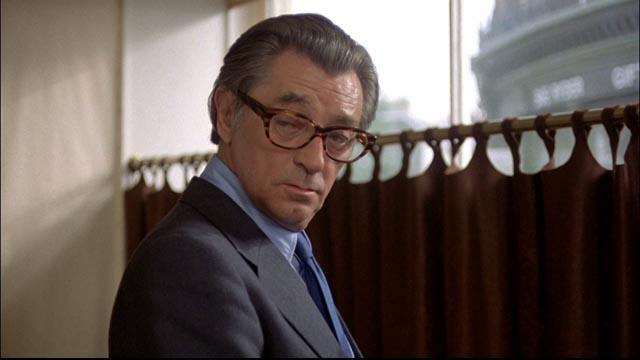 Marlowe under cover behind glasses in Michael Winner's The Big Sleep (1978)