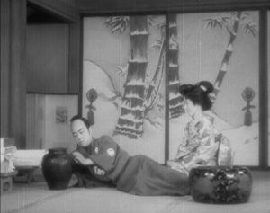 """The younger brother contemplates the """"worthless"""" pot which is his inheritance in Sadao Yamanaka's Tange Sazen: The Million Ryô Pot (1935)"""