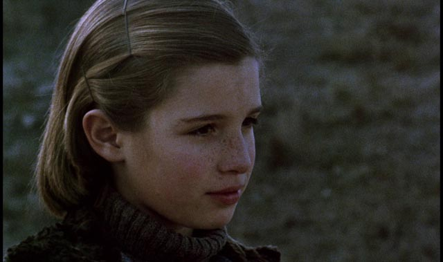 The world is seen through the eyes of a young girl in Victor Erice's El Sur (1983)
