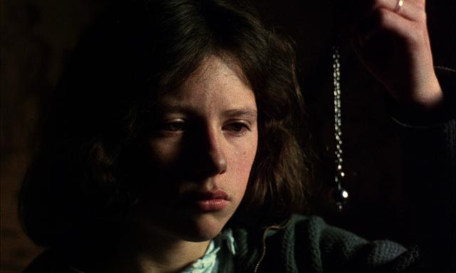 The legacy bequeathed to Estrella (Icíar Bollaín) by her father is his divining pendulum in Victor Erice's El Sur (1983)