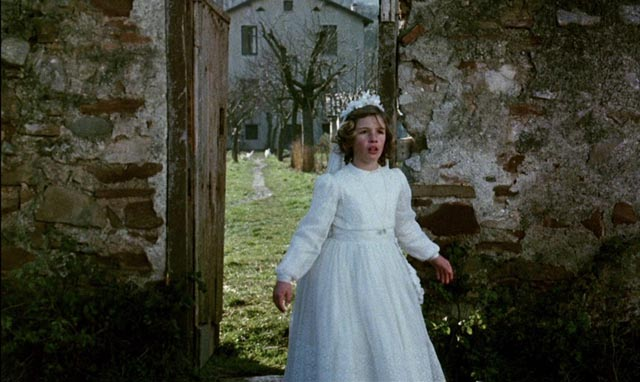 Estrella (Sonsoles Aranguren) fears that her atheist father won't come to her First Communion in Victor Erice's El Sur (1983)