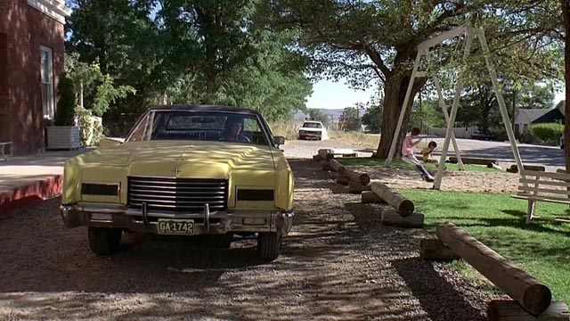 Police spot the getaway car in Don Siegel's Charley Varrick (1973)