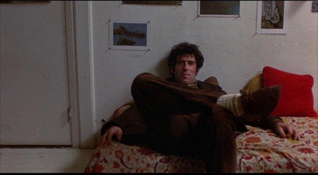 Alfred (Elliott Gould) chooses total disengagement as a survival strategy in Jules Feiffer & Alan Arkin's Little Murders (1971)