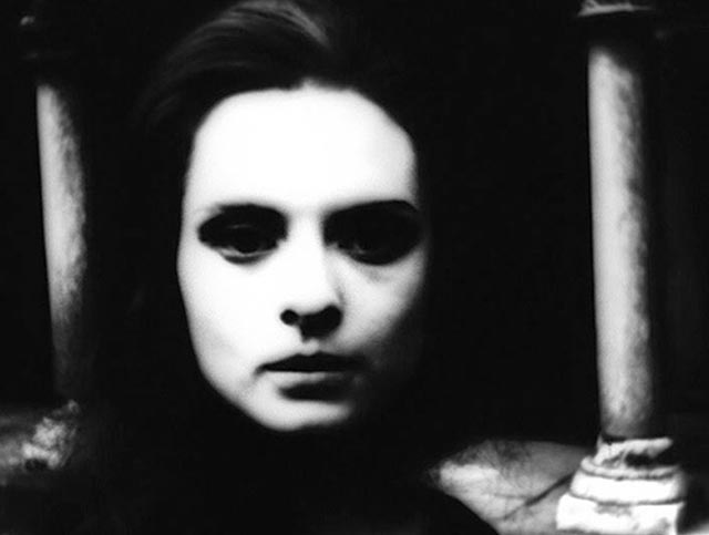 A haunted Soledad Miranda as the shadow-Lucy in Pere Portabella's Cuadecuc, Vampir (1971)