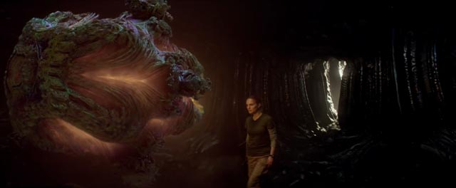 """Lena (Natalie Portman) finds the alien mystery at the heart of """"the shimmer"""" in Alex Garland's Annihilation (2018)"""