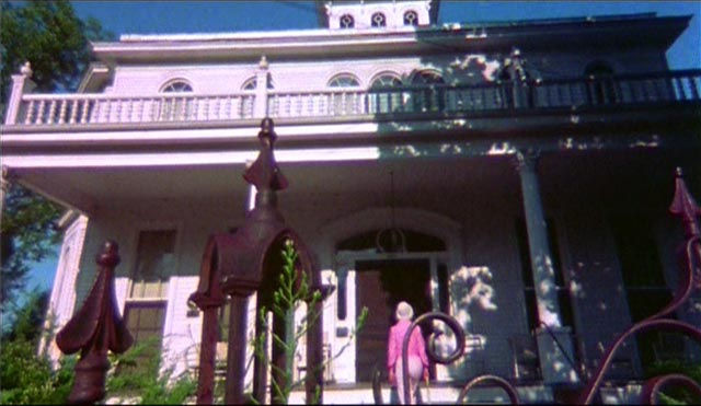 Amanda Post (Susan Bracken) returns to the childhood home where she witnessed traumatic violence in S.F. Brownrigg's Don't Open the Door (1974)