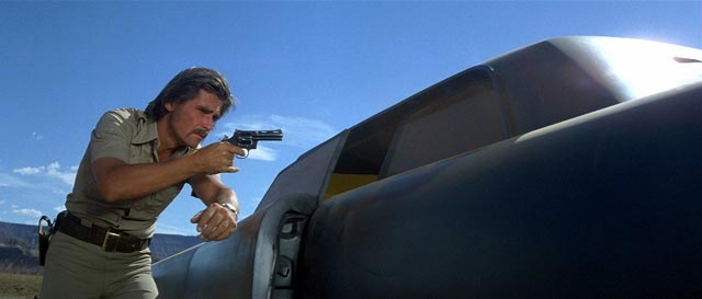 Sheriff Wade Parent (James Brolin) makes a risky traffic stop in Elliott Silverstein's The Car (1977)