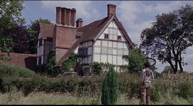 Freddie Clegg (Terence Stamp) discovers a remote empty house while chasing butterflies in William Wyler's The Collector (1965)