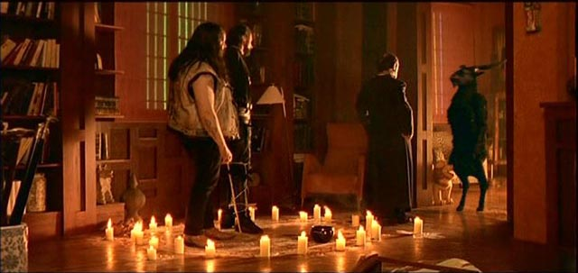 A determined priest turns to evil to defeat the Antichrist in Alex de la Iglesia's The Day of the Beast (1995)