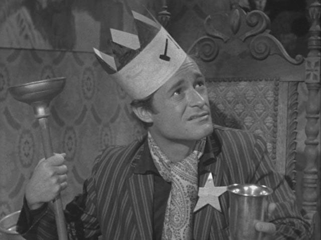Bus boy Walter Paisley is mockingly honoured in Roger Corman's A Bucket of Blood (1959)