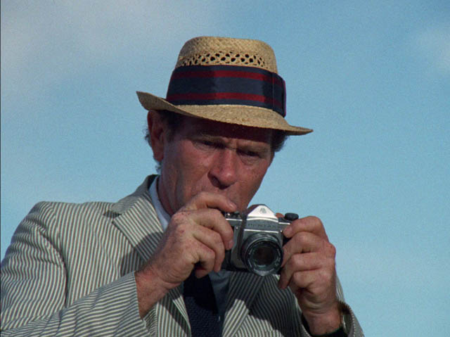 Darren McGavin as reporter Carl Kolchak in John Llewellyn Moxey's The Night Stalker (1972)