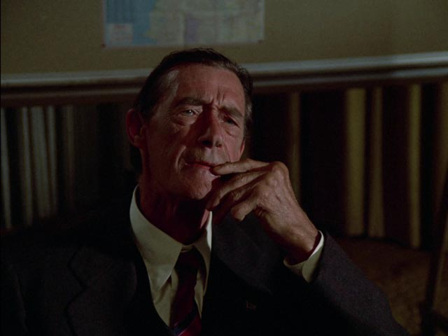 John Carradine as Kolchak'c newspaper-owning boss in Dan Curtis' The Night Strangler (1973)