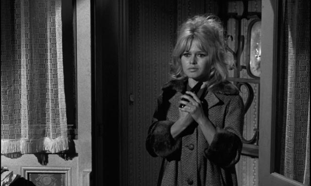 Confused, Dominique intends to commit suicide, but ends up a murderess in Henri-Georges Clouzot's La verite (1960)
