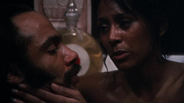 Priest (Ron O'Neal) plays it cool with his girlfriend Georgia (Sheila Frazier) in Gordon Parks Jr's Super Fly (1972)
