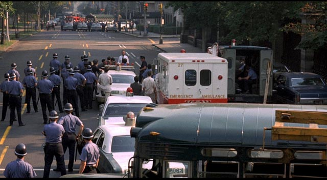 Tipped off, the police rush to protect the private property of the wealthy in Sidney Lumet's The Anderson Tapes (1971)