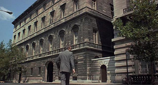 Anderson (Sean Connery) scouts the New York apartment building he plans to rob in Sidney Lumet's The Anderson Tapes (1971)