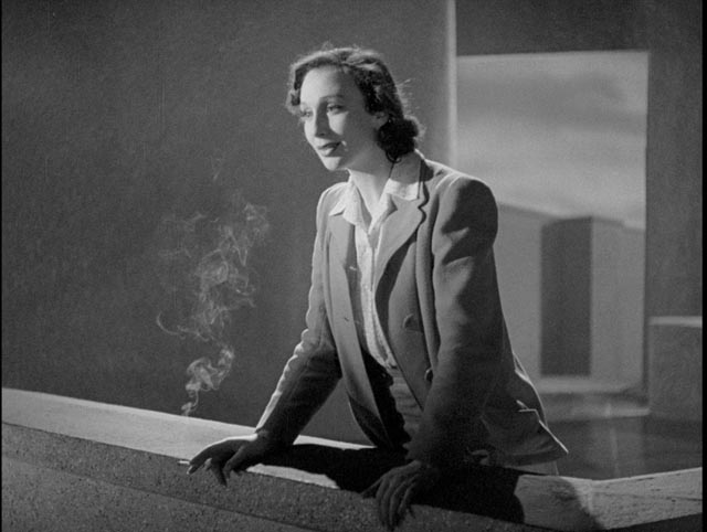 Alice sees a great city emerging from the mists below the tower in Basil Dearden's They Came to a City (1944)