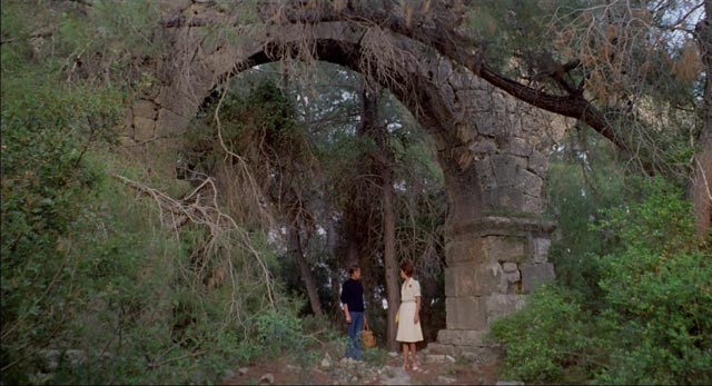 The past has the air of a remembered fairytale in Luigi Bazzoni's Le orme (1975)
