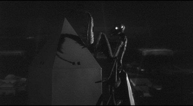 The mantis pays an obligatory visit to a national monument in Nathan Juran's The Deadly Mantis (1957)