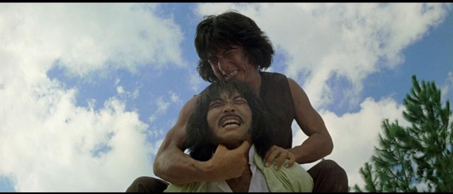 Fei-hung (Jackie Chan) uses all his newly-learned skills to defeat an assassin in Yuen Woo-ping's Drunken Master (1978)