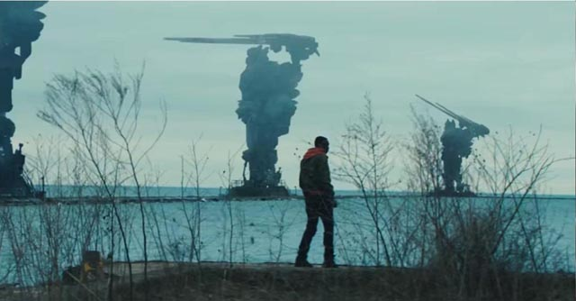 Capitalist aliens take over the planet in Rupert Wyatt's Captive State (2019)