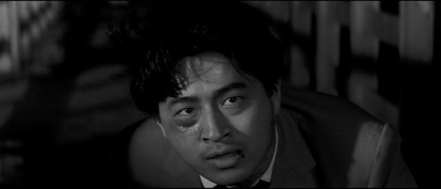 Reporter Hiroyuki Nagato risks his life for a story in Seijun Suzuki's Smashing the O-Line (1960)