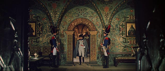 Napoleon (Vladislav Strzhelchik) enters a deserted Moscow in Sergei Bondarchuk's War and Peace (1966-67)