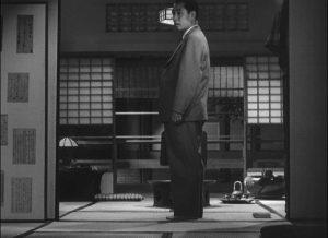 Mokichi (Shin Saburi) seems almost lost at home ... in Ozu Yasujiro's The Flavor of Green Tea Over Rice (1952)