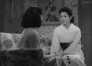 Taeko (Michio Kogure) urges her niece Setsuko (Keiko Tshushima) to submit to an arranged marriage in Ozu Yasujiro's The Flavor of Green Tea Over Rice (1952)