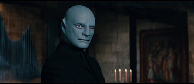 The revival of a classic criminal mastermind (Jean Marais) in Andre Hunebelle's Fantomas (1964)