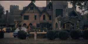 It's a bad idea to try to flip a big old house with a bad reputation: Mike Flanagan's The Haunting of Hill House (2019)