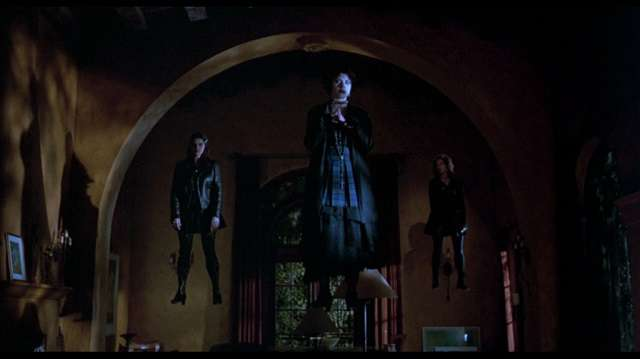 High school outsiders become mean girls in Andrew Fleming's The Craft (1996)