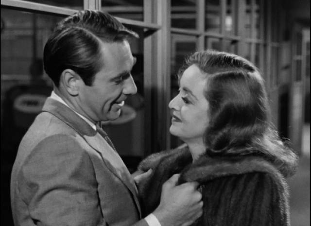 Bill (Gary Merrill), although younger, doesn't take Margot (Bette Davis)'s fear about age seriously in Joseph L. Mankiewicz's All About Eve (1950)