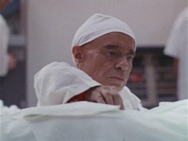 Angelo Rossitto as lab assistant Dorro in Al Adamson's bottom-of-the-barrel Brain of Blood (1971)