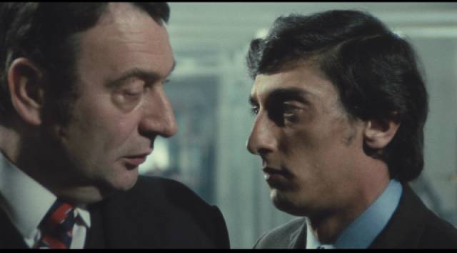 Total (Flavio Bucci) asks his manager for a bank loan in Elio Petri's Property Is No Longer a Theft (1973)