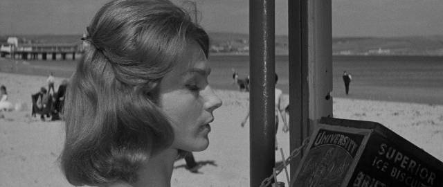Joan (Shirley Anne Field) lures Simon (Macdonald Carey) into a trap in Joseph Losey's The Damned (1962)