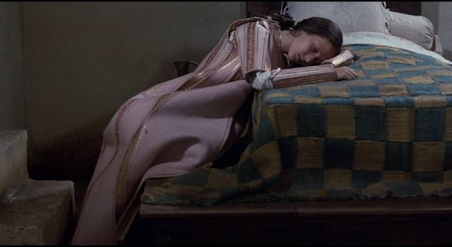 A young woman mourns her lover, killed by her brothers in Pier Paolo Pasolini's The Decameron (1971)