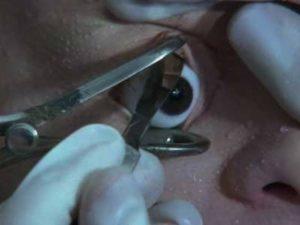 Schramm (Florian Koerner von Gustorf) imagines his eye being cut out in Jörg Buttgereit's Schramm (1993)